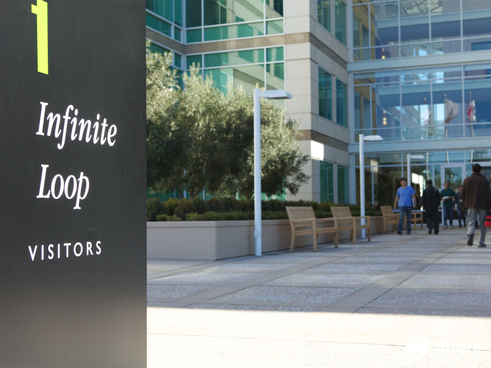 apple_hq_cupertino_visitors_sign
